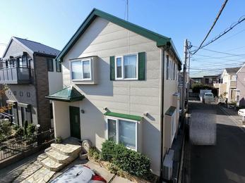 我が家がいきいきして見えます。 ポストや、追加で依頼した木製ドアの色もとても気に入っています